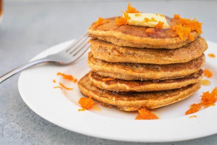 Hot cakes de zanahoria y avena