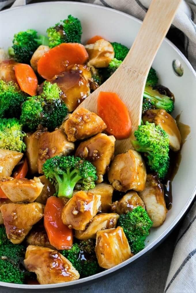Pollo con brócoli y zanahoria estilo chino